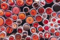 Full-Frame der verschiedenen Schaltflächen in Kunststoffbehälter — Stockfoto