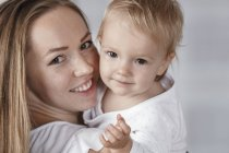 Portrait of happy mother and daughter looking at camera — Stock Photo