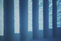 Отражение в подводном бассейне — стоковое фото