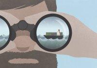 Riflessione di una nave in binocolo tenuta da un uomo con la barba — Foto stock