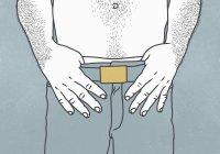 Sezione centrale dell'uomo senza camicia con i pollici infilati nella vita dei pantaloni — Foto stock