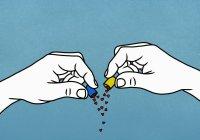 Cuori che fuoriescono dalla capsula della medicina aperta — Foto stock