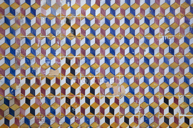 Colorful geometrical patterned tiles on wall — Stock Photo