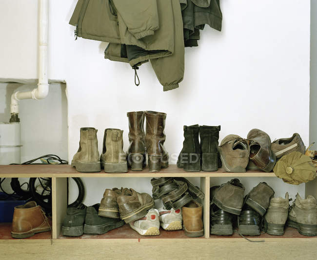 Pairs of shoes stacked on shelves — Stock Photo