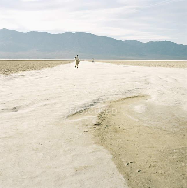 Randonnée dans la vallée, Death Valley, États-Unis — Photo de stock