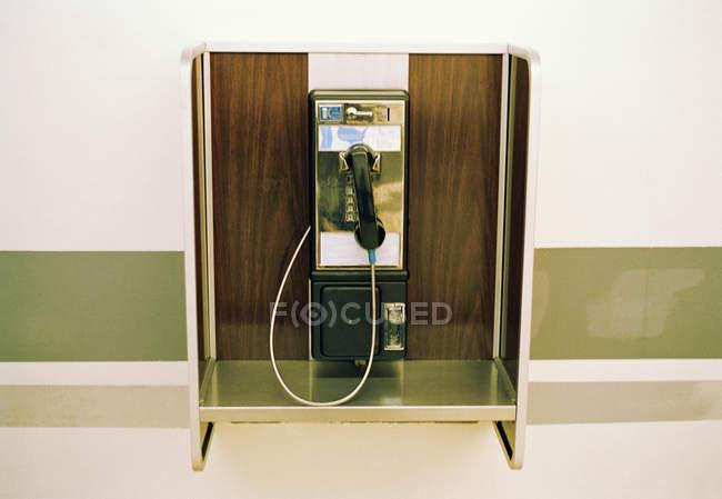 Telefone público na parede — Fotografia de Stock