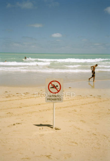 Sign on seaside beach with swimming prohibited inscription — Stock Photo