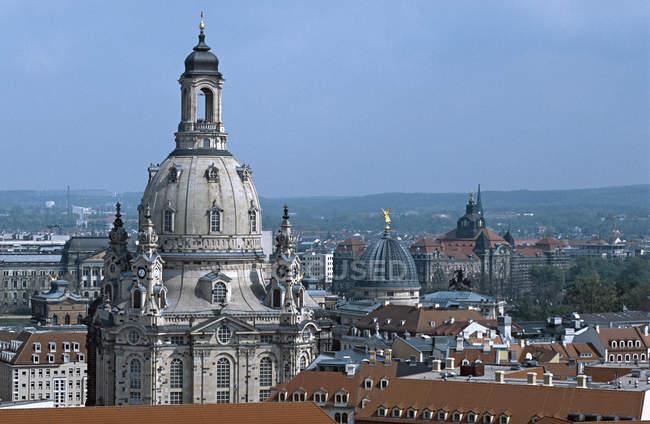 Blick auf die Frauenkirche Kirchenkuppel über Dächer — Stockfoto