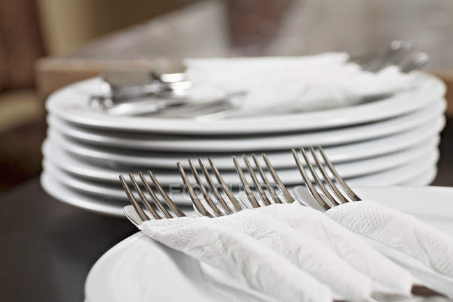 Forks and knives wrapped in paper napkins — Stock Photo