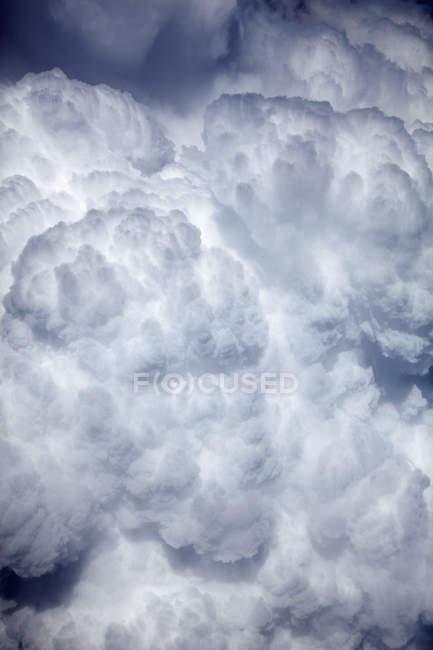 Живописный вид на cloudscape солнечного света — стоковое фото