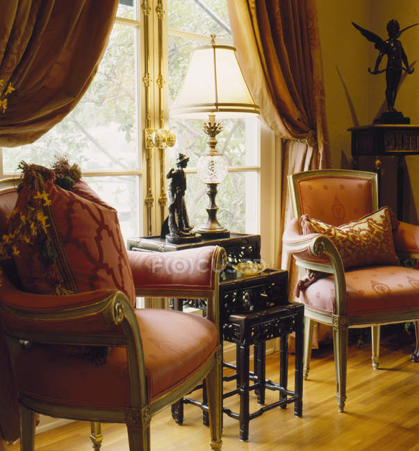 Ornate living room with antique furniture — Stock Photo