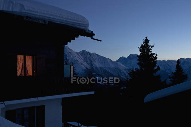 A chalet in the Swiss Alps — Stock Photo