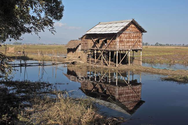 Ein Stelzenhaus am inle lake, burma — Stockfoto