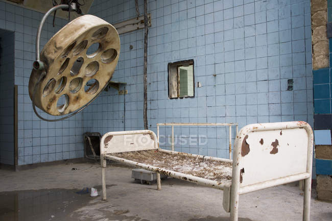 Interior of old abandoned surgical room in hospital — Stock Photo