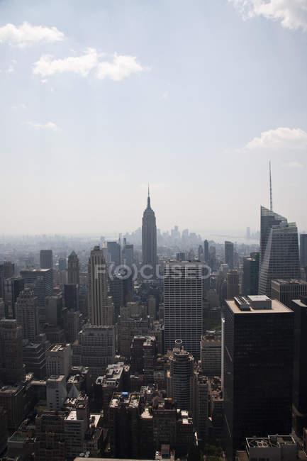 Midtown Manhattan cityscape with blue sky, New York City, USA — Stock Photo