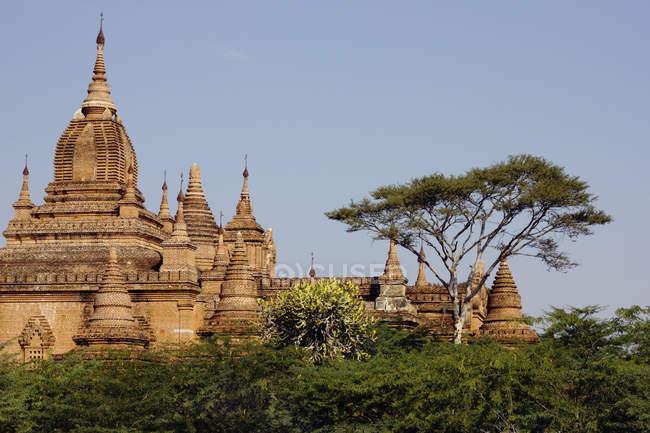 Extérieur d'orner temple oriental à Bagan, Birmanie — Photo de stock