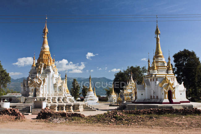 Exterrior view of ornate temple at tropical nature — Stock Photo