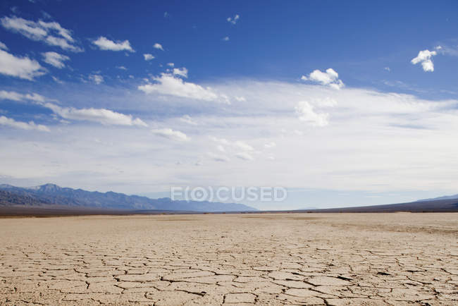 Terre fissurée à Death Valley, Californie — Photo de stock