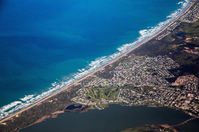 Vista aerea del quartiere residenziale e lungomare — Foto stock