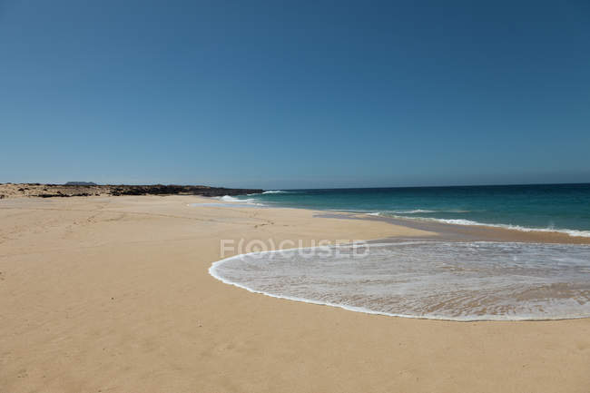 Sandy Beach shoreline during daytime — Stock Photo