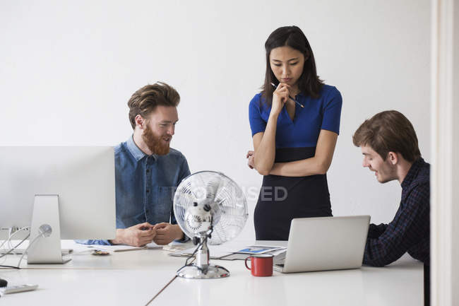 Young business coworkers discussing at desk — Stock Photo
