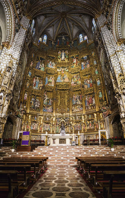 Interior view of altar in Toledo Cathedral church — Stockfoto