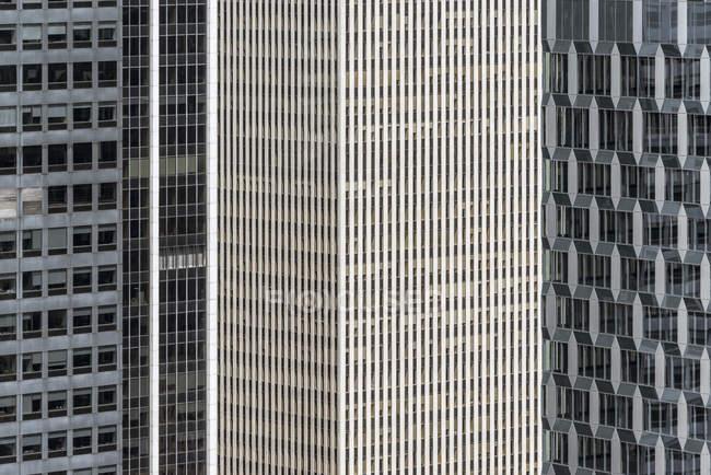 Vista de marco completo de edificios de oficinas modernos - foto de stock