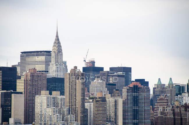 Vista exterior de las fachadas de rascacielos famosos - foto de stock