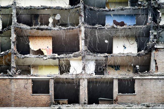 Appartamenti del Consiglio a metà demolizione — Foto stock