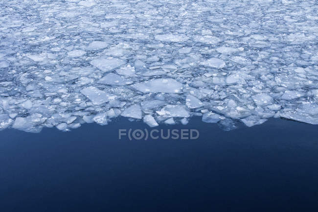 Ice crashes front floating in blue river — Stock Photo