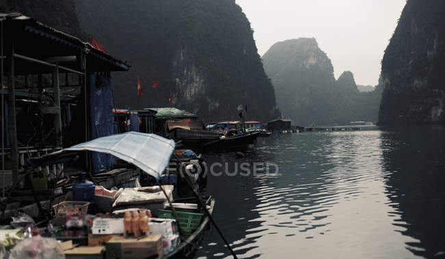 Market boats at floating on bay water — Stock Photo