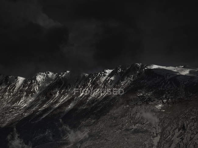 Dramartc landscape of ominous sky above mountain range — Stock Photo