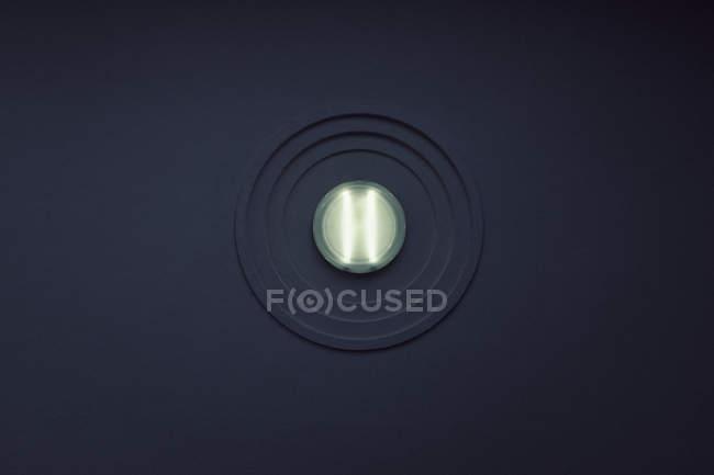 Beleuchtete Licht an Wand — Stockfoto