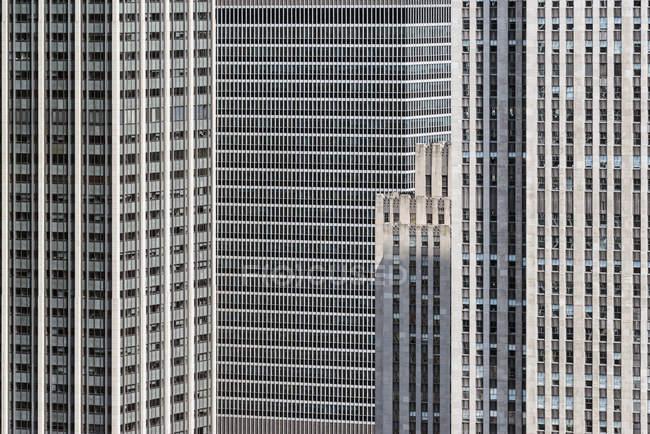 Перегляд повного кадру сучасні офісні фасадів будівель — стокове фото