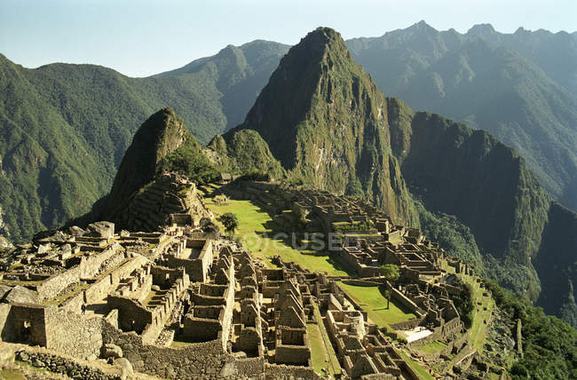 Aerial view of Machu Picchu ruins amid of green mountains — Stock Photo