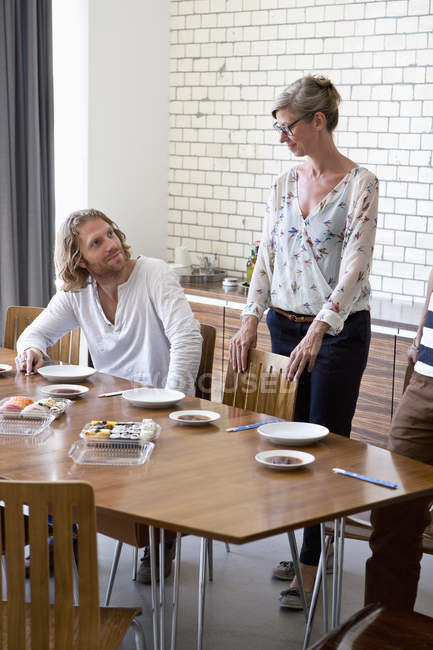Man and woman having lunch — Stock Photo