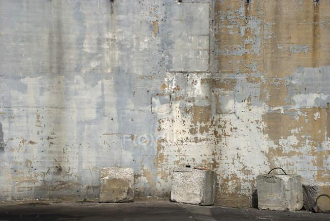 Colpo pieno del telaio della parete degradata — Foto stock