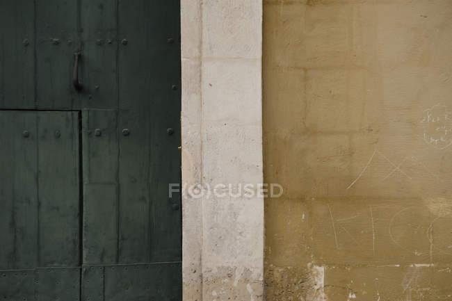Фасадні докладно постріл двері і стіни — стокове фото