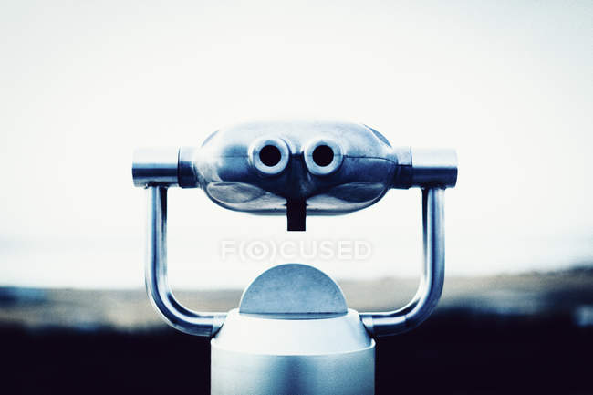 Coin-operated binoculars against clear sky — Stock Photo