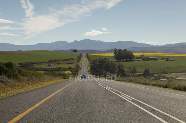Cars moving on road leading to Riviersonderend Mountains — Stock Photo