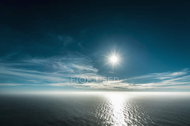 Scenic marine with bright sun in blue sky — Stock Photo