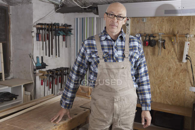 Portrait of Mature man standing in carpenter shop — Stock Photo