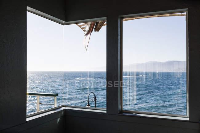 Blick auf Meer, die durch Boot Fenster gesehen — Stockfoto
