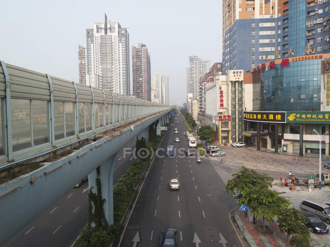 Multiple lane one way street and skyline — Stock Photo
