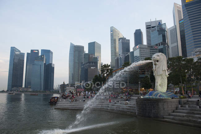 Panoramic view of Merlion Park and Singapore skyscrapers — Stock Photo