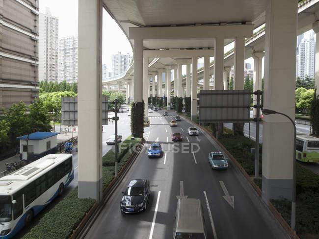 Rue à sens unique à Shanghai, Chine — Photo de stock