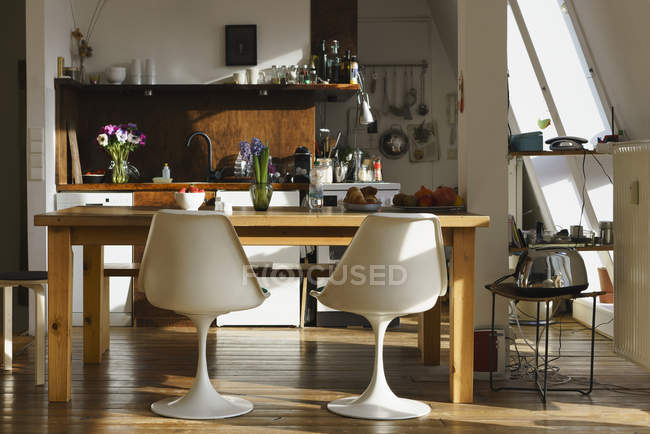 Interior view of chairs and table in modern kitchen — Stock Photo