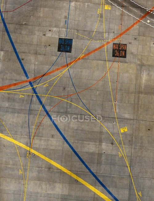 Vista aérea das linhas de marcação no aeroporto — Fotografia de Stock