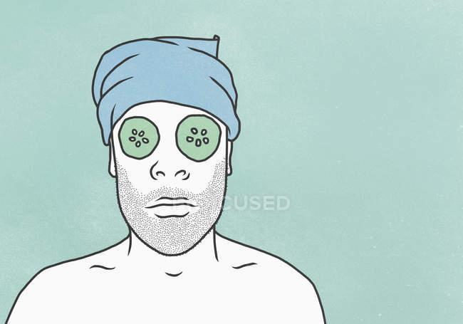 Homem usando máscara facial e toalha contra fundo azul — Fotografia de Stock