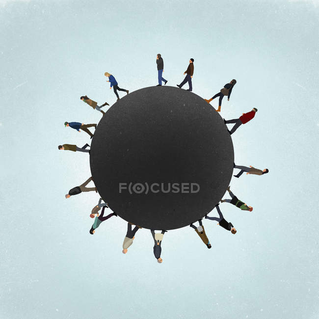 Pequena imagem de planeta de pessoas caminhando no campo contra o céu — Fotografia de Stock
